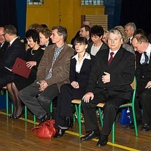 nadanie imienia, grupa osób siedząca na krzesłach