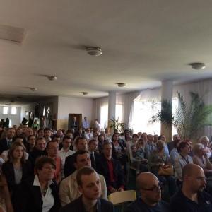 grupa osób na wykładzie