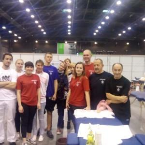 grupa ludzi, ratownicy medyczni
