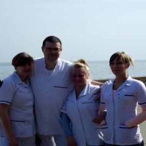 grupa osób w białych fartuchach, ratownicy medyczni